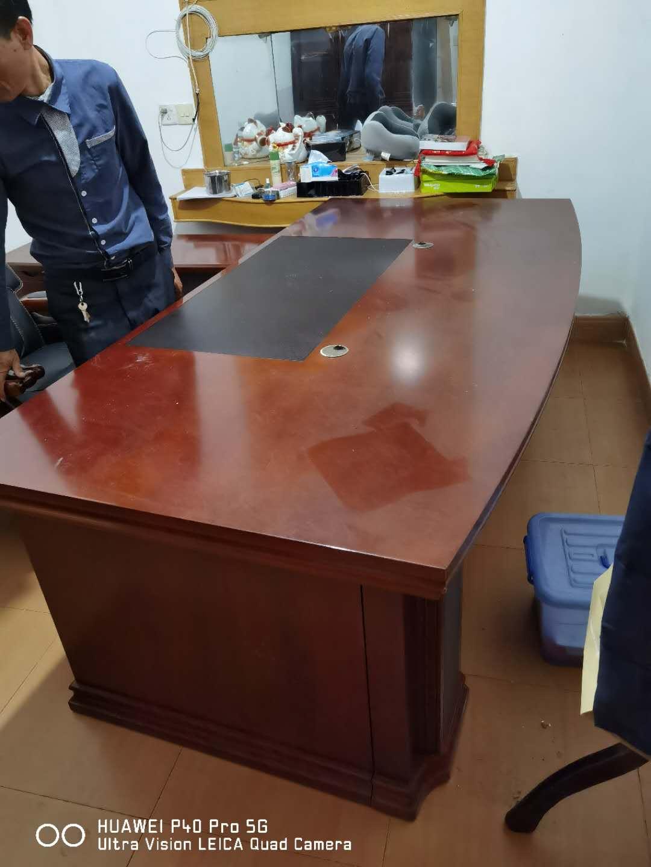 【福达二手家具中心】大量处理一多款桌椅,床,办公用品,电视机,茶桌,餐桌,货柜等等