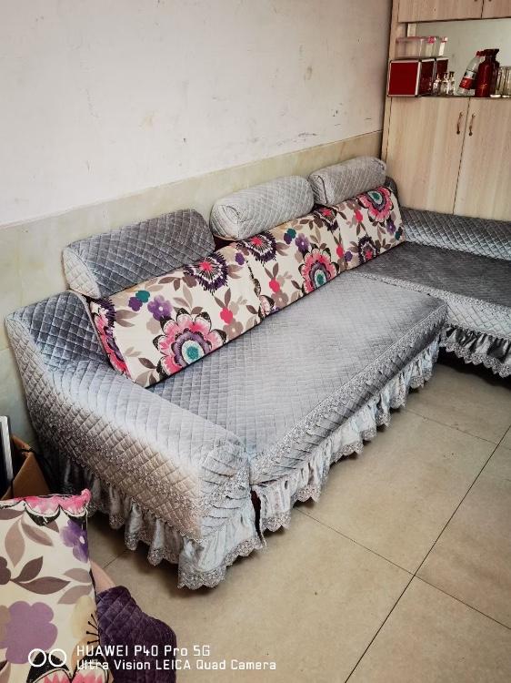 【福达二手家具中心】便宜出售一大量床,书桌。沙发,收银台等