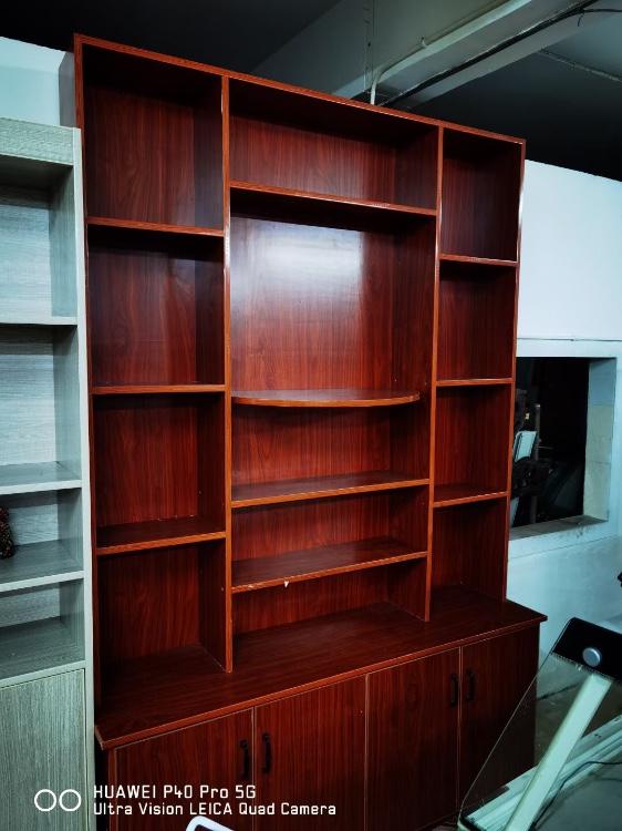 【福达二手家具中心】出售一红木沙发,大量铁床,大量电脑桌,大量冰柜,冰箱,货架,桌椅等