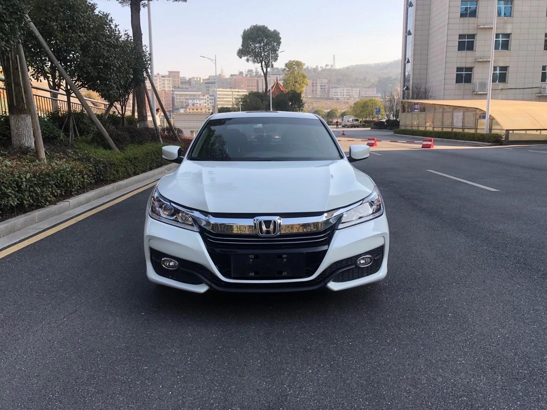 【三联名车】出售一台2017年本田雅阁自动2.0排量轿车